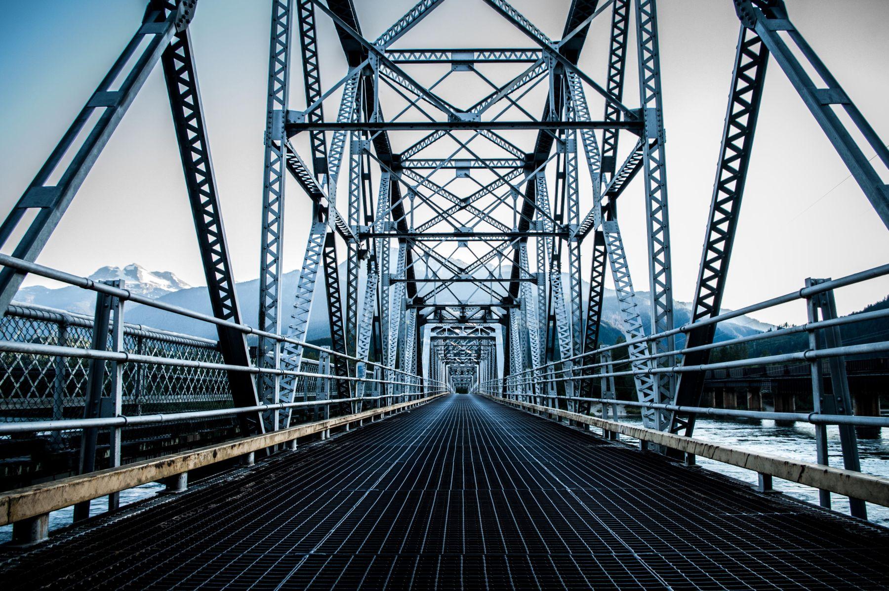 Eine Eisenbahnbrücke in Kanada
