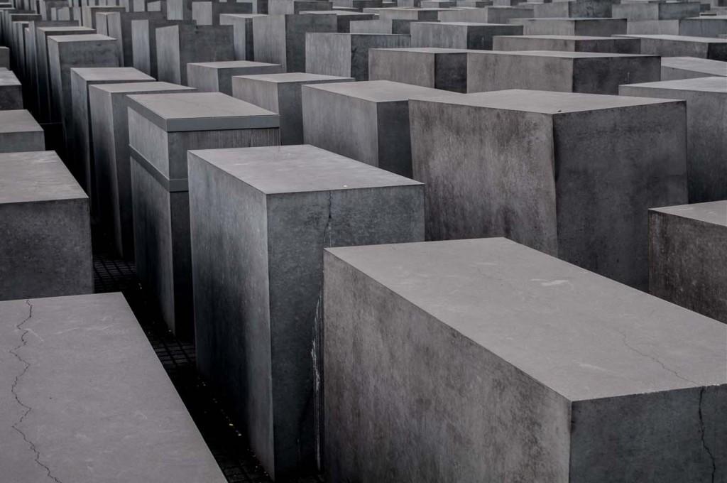 Die Stelen des Holocaust-Mahnmals in Berlin von oben fotografiert