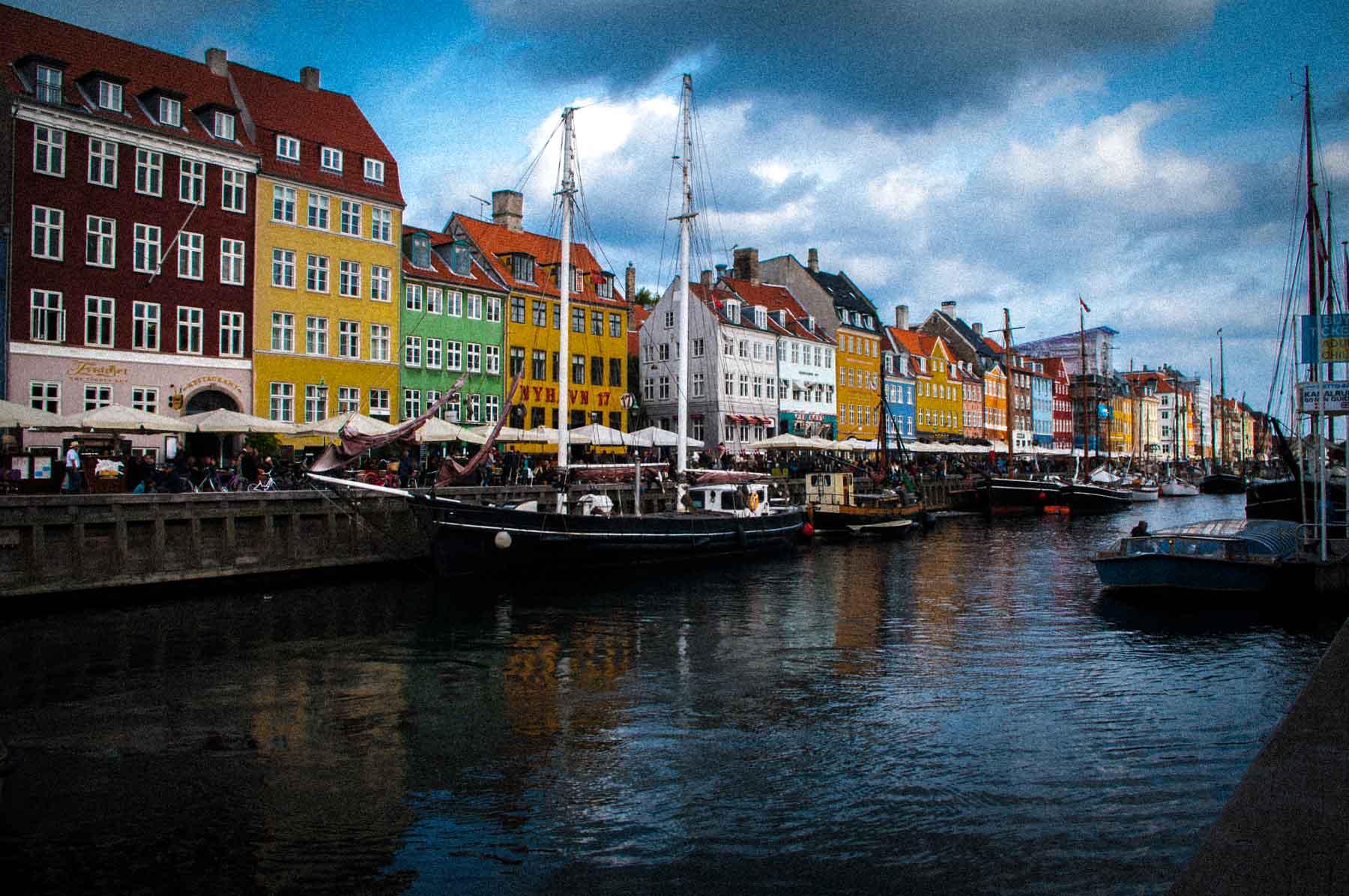 Die bunten Häuser in Koppenhagen gelten als eine der großen Sehenswürdigkeiten der Dänischen Hauptstadt