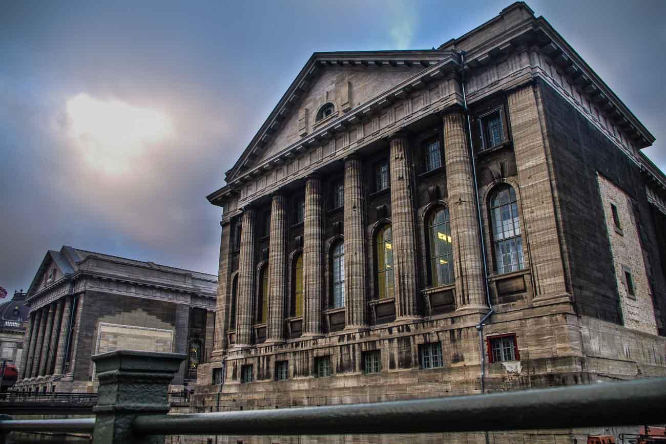 Pergamonmuseum in Berlin von der Seite