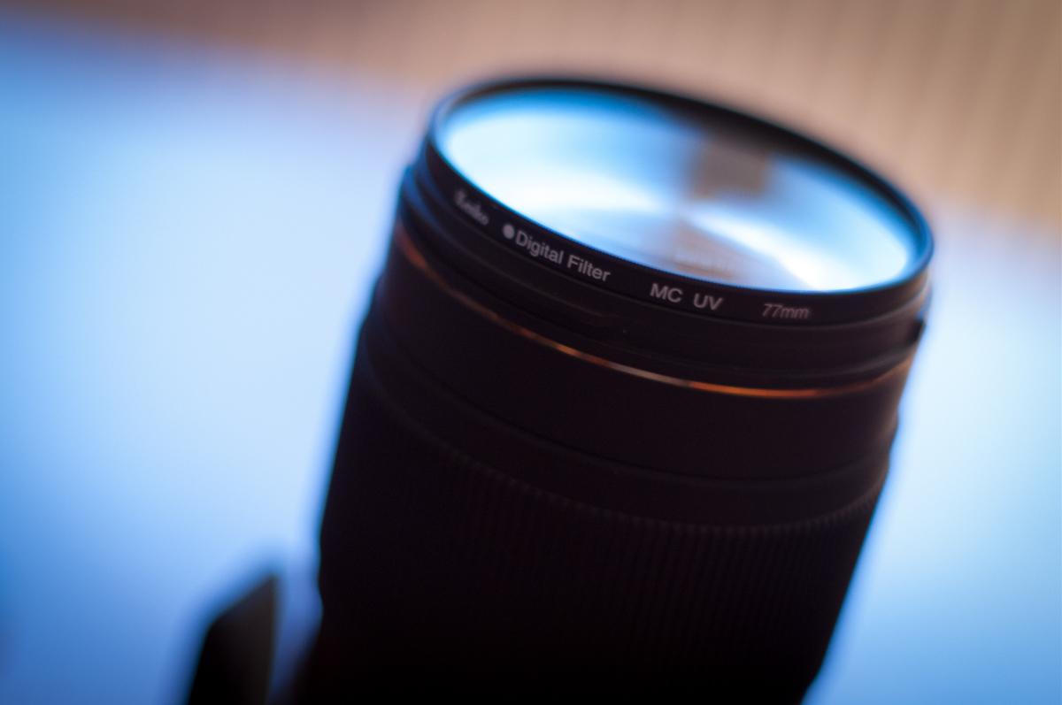 Ein UV-Filter an einem Teleobjektiv